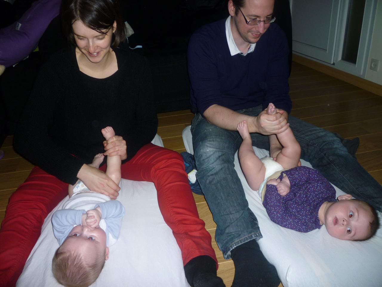 massage des jumeaux , moment tendre