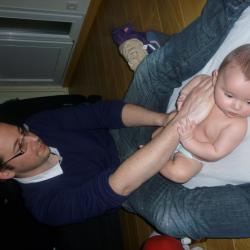 moment de bonheur papa bébé